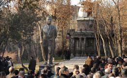 памятник Виктору Амбарцумяну